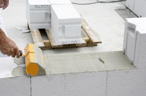 Можно ли класть на пеноблоки плиты перекрытия