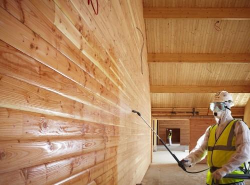 нанесение огнебиозащиты на древесину