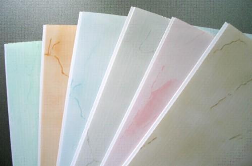 Пластиковая плитка для стен: описание материала и особенности монтажа