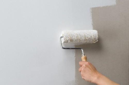 Зачем нужно грунтовать стены перед поклейкой обоев