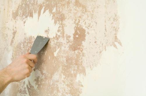 Чистка стен шпателей