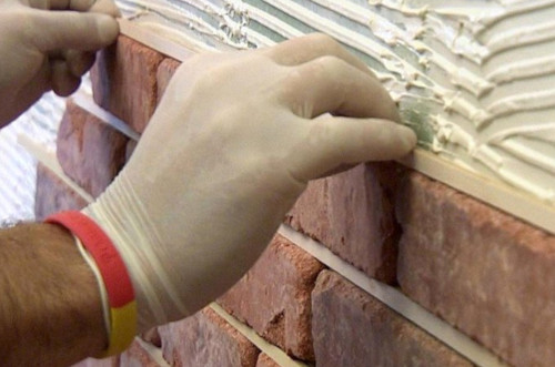 Гипсовые кирпичики на стену своими руками
