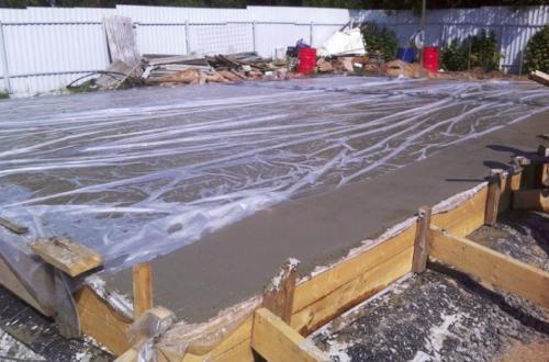 после заливки бетона
