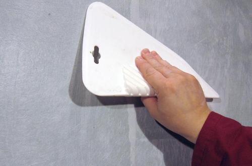 Малярный стеклохолст: назначение и технология наклеивания