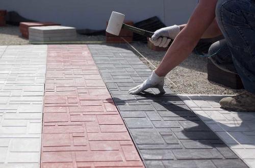 Полимерпесчаная тротуарная плитка: преимущества и технология укладки