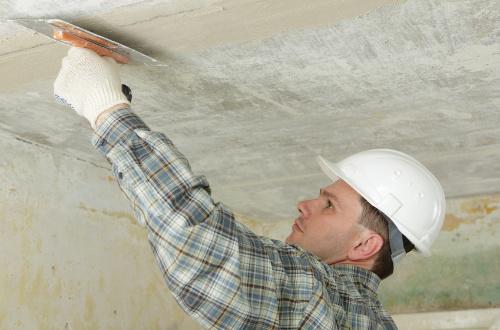 Как и чем заделать швы на потолке между плитами