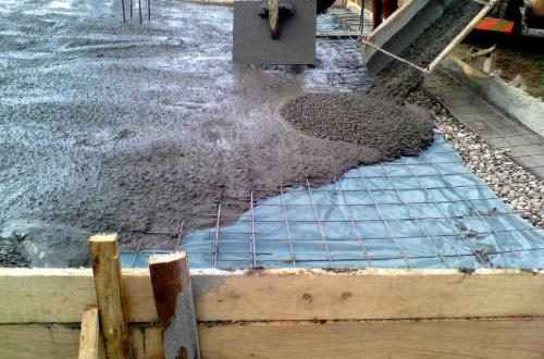 Заливка бетона в дождь: технология и возможные последствия
